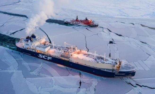 Rus gemisi tarihte ilk kez kışın Kuzey Buz Denizi'ni geçti