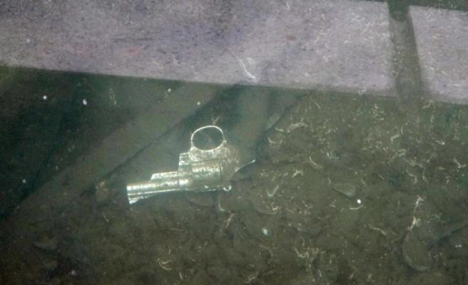 Samsun'da göl içinde fark edilen silah polisi alarma geçirdi