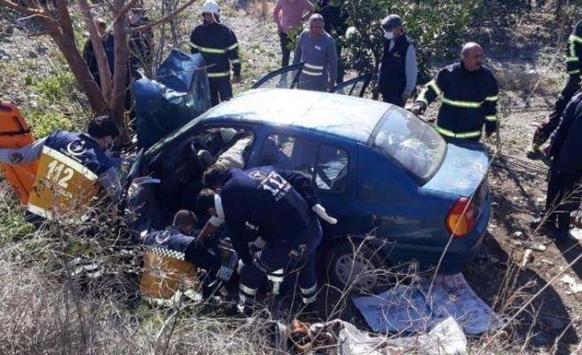 Şarampole uçan aracın sürücüsü hayatını kaybetti, eşi yaralandı