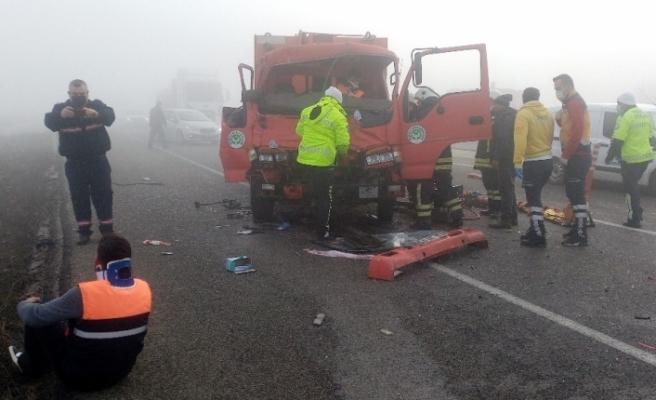 """Tekirdağ'da 11 araç birbirine girdi: Sıkıştığı çöp kamyonunda """"Canım çok acıyor, çıkarın beni bu kamyondan"""" diye bağırdı"""