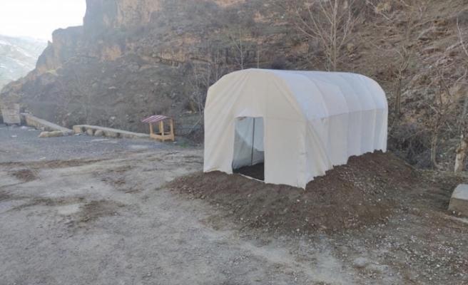 Uludere'de sokak hayvanları için çadır kulübeler kuruldu