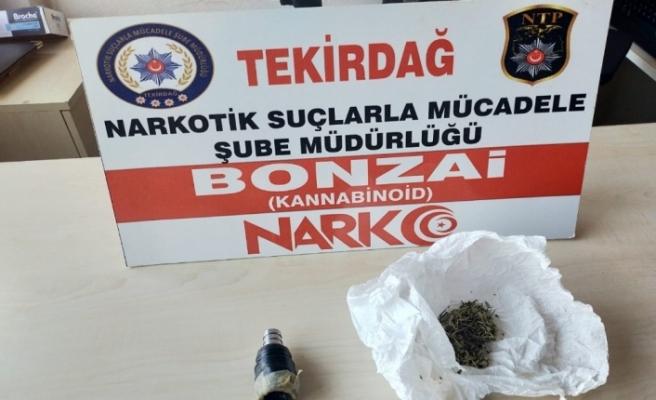 Uyuşturucu içme aparatı ile yakalanan şüpheliler gözaltına alındı