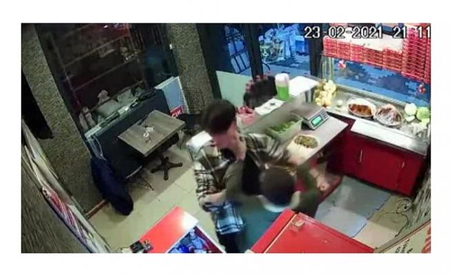 """Çiğ köftecideki saldırıda """"çiğ köfte dürüm"""" silah sayıldı"""