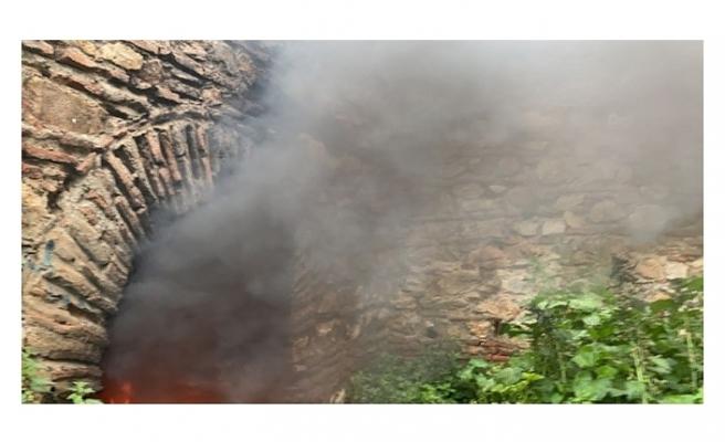 Bursa'da tarihi surlar tinerciler tarafından ateşe verildi