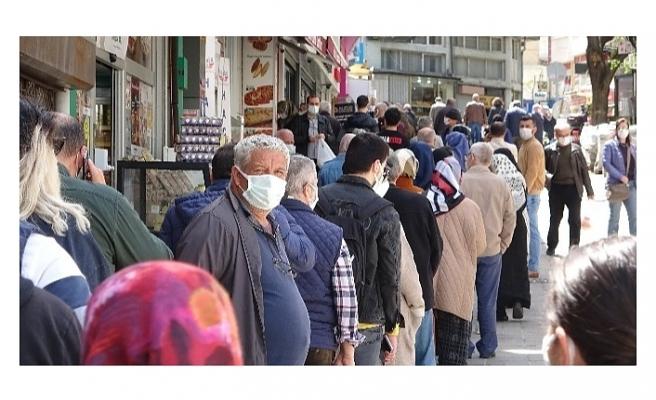 Bursa'da yüzlerce metre et kuyruğu