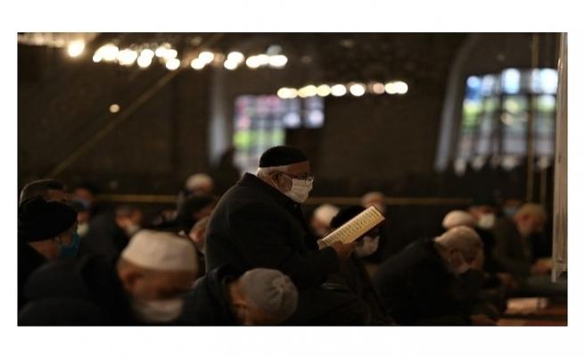Bursa Ulucami'de Ramazan'ın ilk cuma namazı kılındı