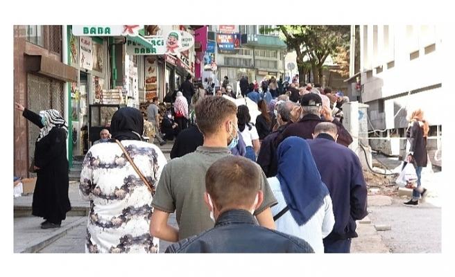 Bursa'da tam kapanma öncesi kasapların önünde yüzlerce metre kuyruk oluştu