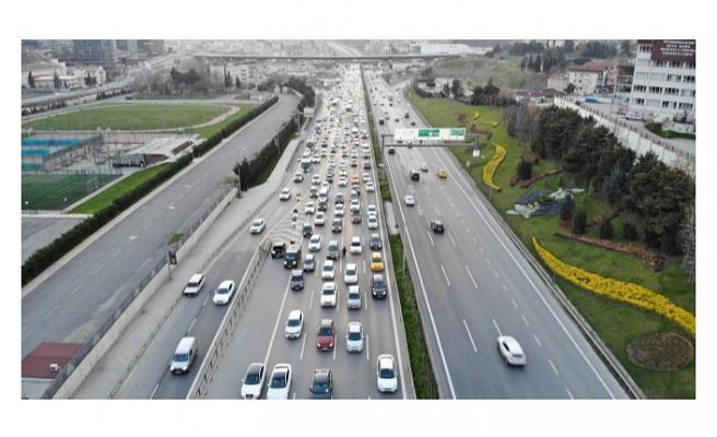 İstanbul'da ilk sahur öncesi yaşanan trafik yoğunluğu havadan görüntülendi