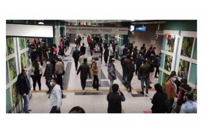 Metro hattında arıza sosyal mesafeyi unutturdu