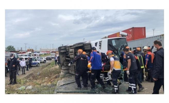 Bursa'da işçi servisi yan yattı: 1 ölü, 20 yaralı