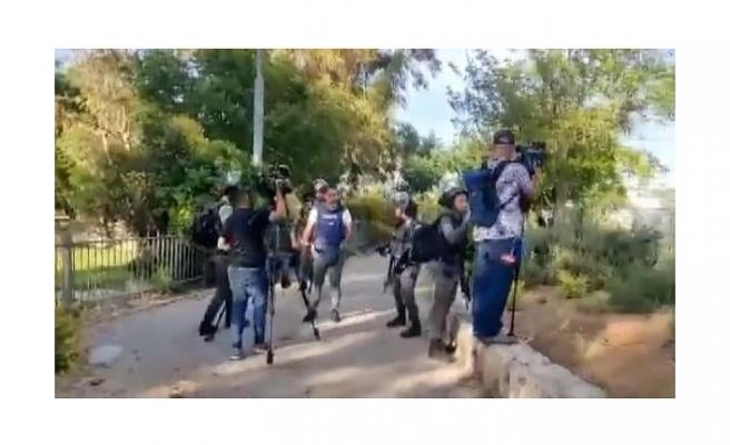 İsrail polisinden haber takibi yapan gazetecilere saldırı