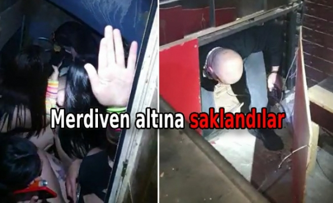 Polisi görünce tuvalete ve sahnenin altındaki bölüme saklandılar