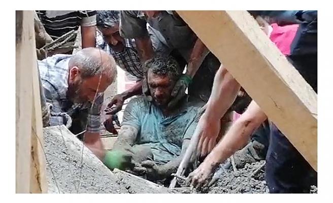 Erzurum'da cami inşaatında çökme; 3 işçi enkaz altından çıkarıldı