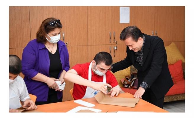 Özel çocuklardan çevreci üretim; naylon poşet yerine kese kâğıdı