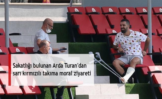 Sakatlığı bulunan Arda Turan'dan sarı kırmızılı takıma moral ziyareti