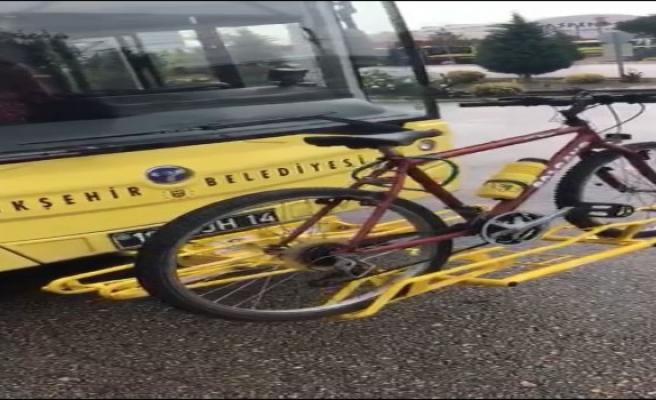 Otobüslere bisiklet taşıma aparatı