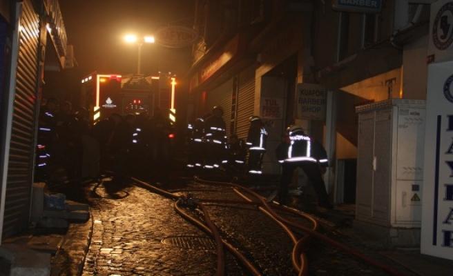 Fatih'te iş hanında yangın