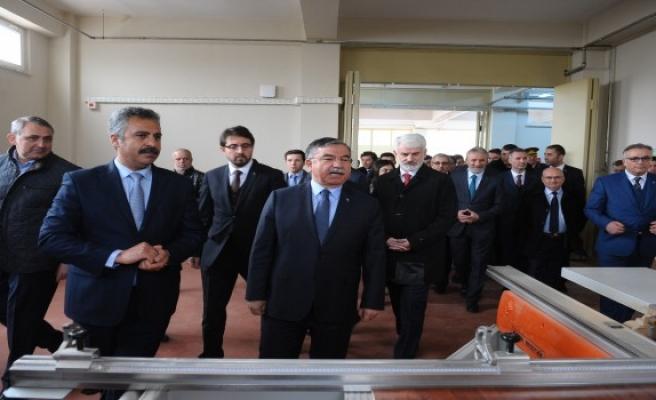 Bakan Yılmaz Bursa'da mesleki eğitim oranını artıracaklarını açıkladı