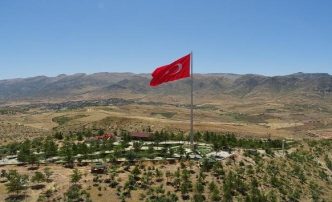Yıldırım'dan Eruh'a  dev türk bayrağı