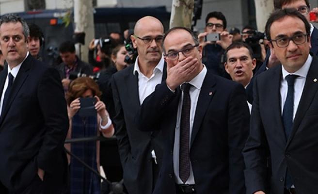 Katalan siyasetçiler hakim karşısında