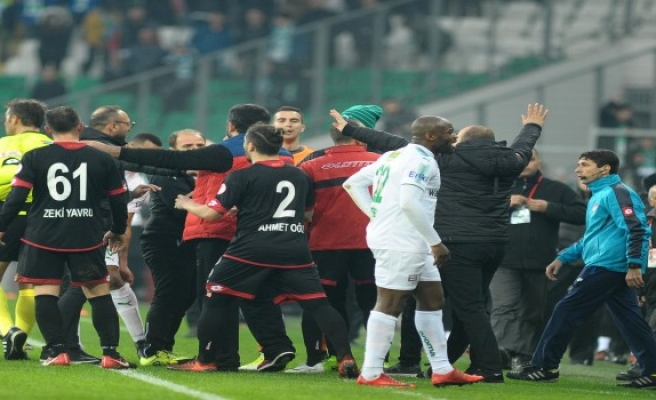 Bursaspor - Gençlerbirliği maçı sonrası karışıklık