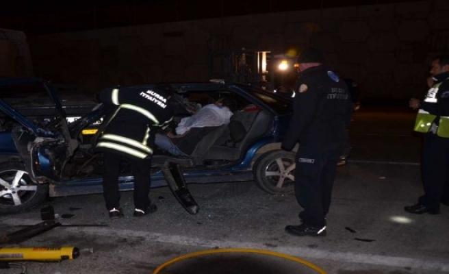 Gemlik'te tıra çarpan aracın sürücüsü ağır yaralandı