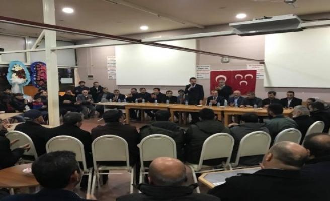 MHP'de yeni üyelere rozet takıldı