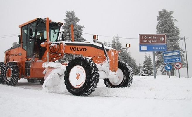 Uludağ'da kar 1 metreyi buldu