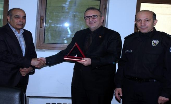 Bursalı emektar polis emekliye ayrıldı