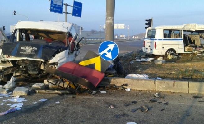 Bursa'da servis minibüsleri çarpıştı! Korkunç kazada ölü ve çok sayıda yaralı var