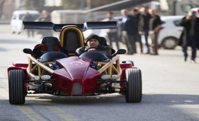 Memur, hayali olan yarış arabasını 35 bin liraya yaptı