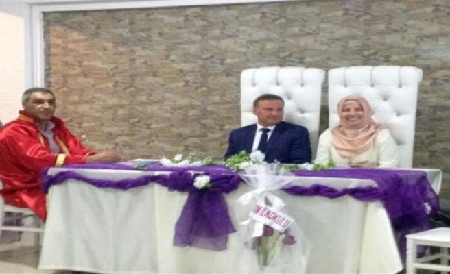 Müftü Özler ilk resmi nikahı kıydırdı
