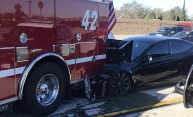 Tesla'nın otomatik pilotu kaza yaptı, federal inceleme başladı
