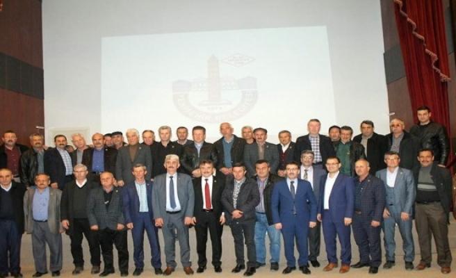 Bursa'da muhtarlar belediyelerin yatırımlarını öğrenmek için bir araya geldi