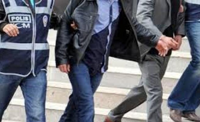 Bursa polisinden 11 eski emniyet personeline FETÖ baskını