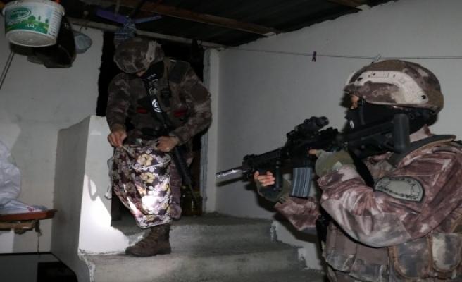 Adana'da PKK'ya şafak baskını: 9 gözaltı