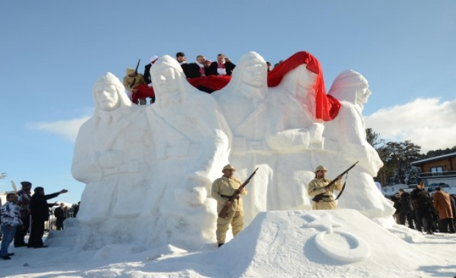 Sarıkamış anısına kardan heykeller müzesi