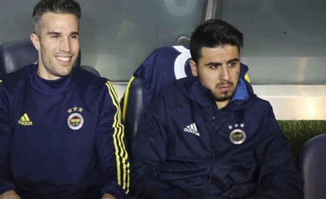 Fenerbahçe Ozan ve Persie dönemini kapattı