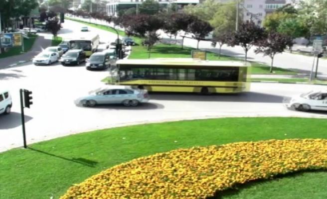 Bursa'da gerçekleşen kazalar mobese kameralarına yansıdı