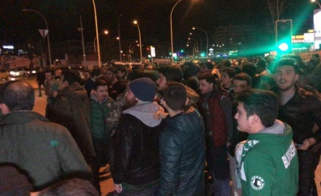 Bursaspor taraftarından yönetime protesto