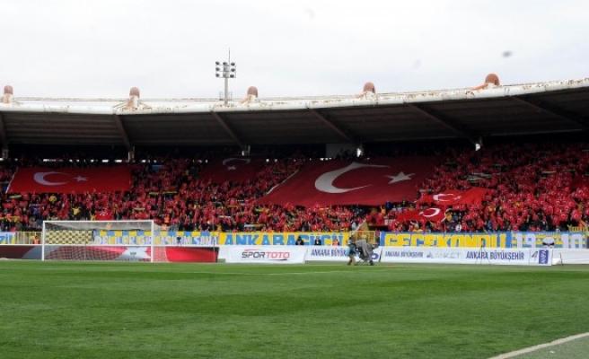 Ankaragücü taraftarından Afrin'deki Mehmetçiğe bayraklı selam