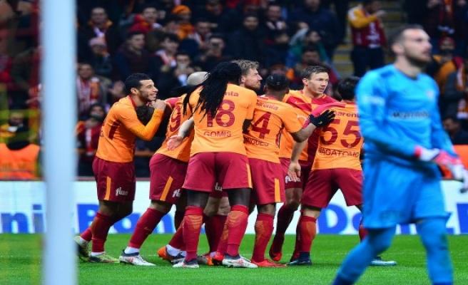 Gomis hattirick yaptı, Serdar gole sevinmedi... İşte farklı biten Galatasaray Bursaspor maçı ayrıntıları
