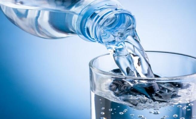 Dikkat! Dünyaca ünlü su şişelerinin içinde plastik madde