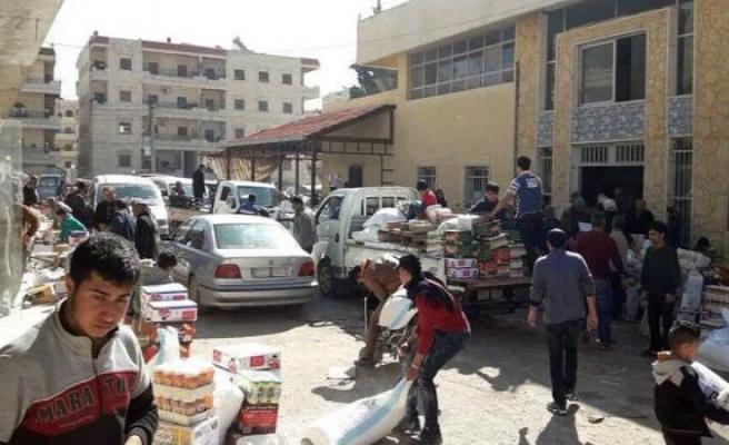 Afrin'de halk PYD'nin deposunu yağmaladı
