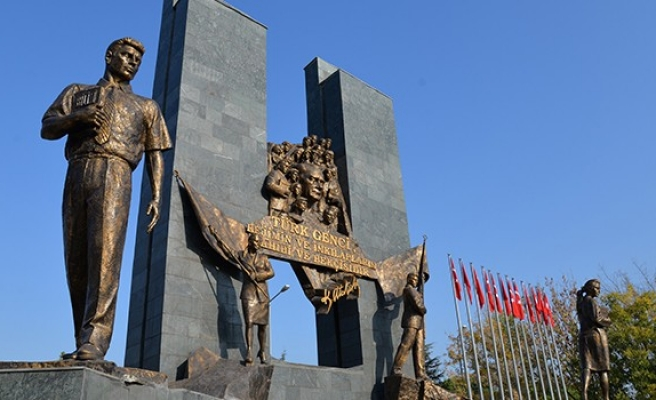 Üniversitenin anıtı 10 Kasım'a hazır