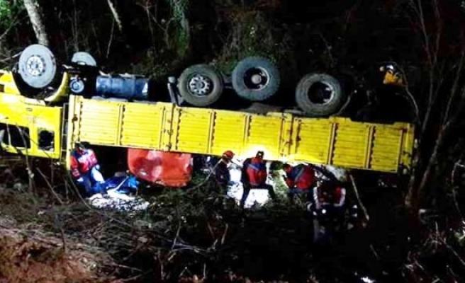 Karabük'te kamyon kazasında kişi hayatını kaybetti 8 kişi yaralandı