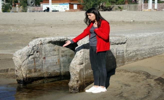 Antalya'daki dünyaca ünlü Kleopatra Plajı'nda petrol tepkisi