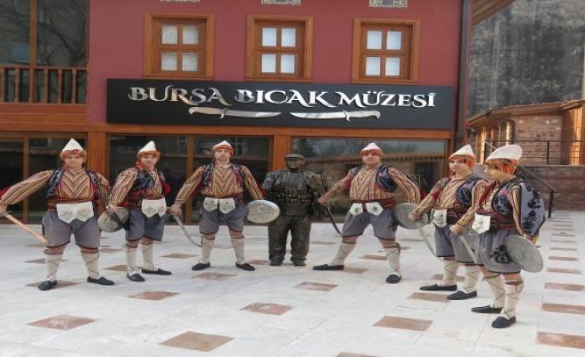 Bursa Bıçak Müzesi'nde 'Kılıç kalkan' sürprizi