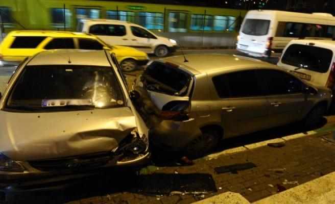 Bursa'da feci kaza! 9 araç birbirine girdi kameralar görüntüledi