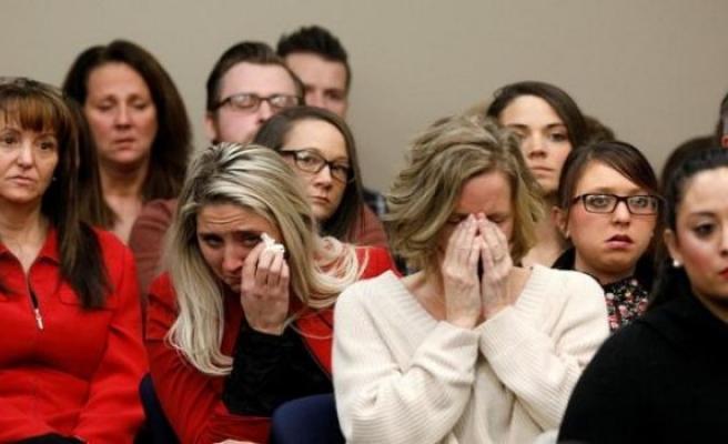Sapık doktor taciz ettiği 156 kadınla yüzleşti